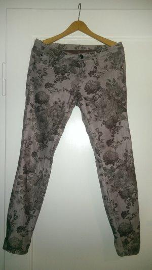 Traumhafte Hose mit einem fantastischen Muster und leichtem Glanz