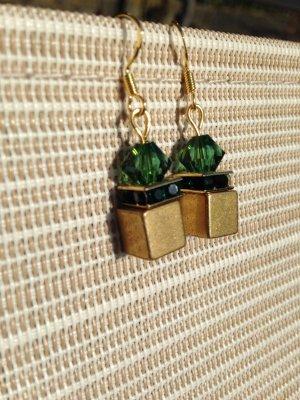 TraumhafteLuxus Würfel Ohrringe Ohrhänger in gold & Swarovski Turmalin Crystal