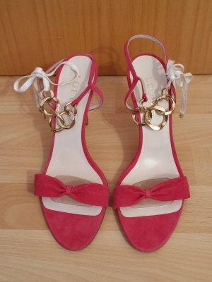 Traumhafte Sandalen von Loewe aus feinem Veloursleder