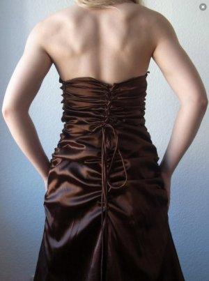 Traumhaftes Abendkleid mit Korsage und Unterrock / seidig / braun / schokobraun