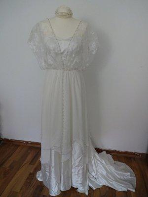 traumhaftes Brautkleid elfenbein spitze satin perlen
