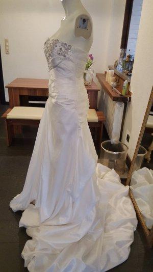 Traumhaftes Brautkleid in Größe 36