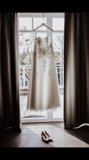 Traumhaftes Brautkleid in Ivory