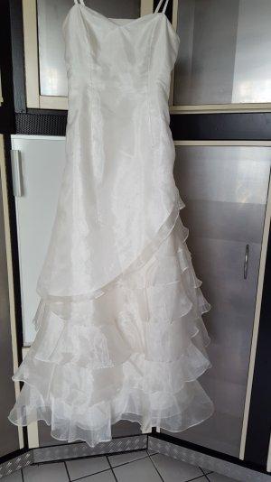 Traumhaftes Brautkleid mit Bolero und Schleier