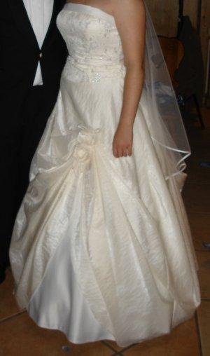 Traumhaftes Designer Brautkleid, Gr. 40/42 / 75C, mit hochsteckbarer Schleppe, NP 1200€,