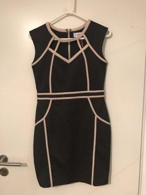 Traumhaftes Kleid in schwarz mit weißen Nähten