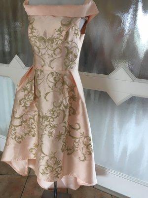 Traumhaftes Kleid von CHI CHI London