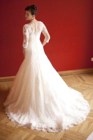 Traumhaftes Pronovias La Sposa Brautkleid mit Spitzeärmeln