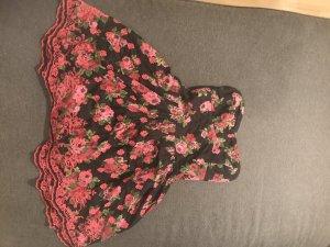 Traumhaftes schulterfreies Kleid