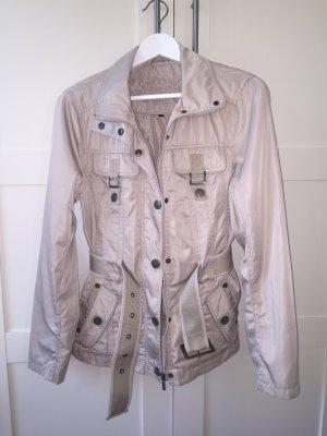 Treckingjacke / Leichte Jacke mit Schnallen
