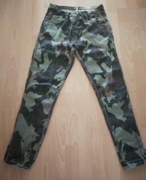 TREDY Hose Größe 38 Zustand Top Camouflage gewendet olive..