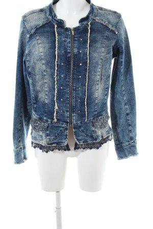Tredy Denim Jacket blue street-fashion look