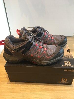 Trekking Schuhe von Salomon