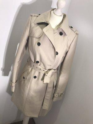 Trench Coat ZARA im Burberry Stil