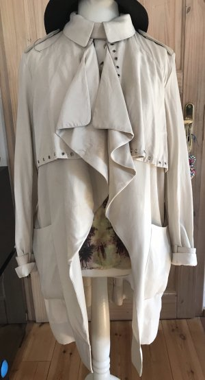 H&M Trenchcoat room