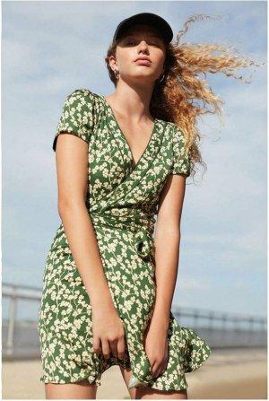 Trend Blogger Wickelkleid floral Wrap dress grün Urban Outfitters (ONLINE AUSVERKAUFT!)