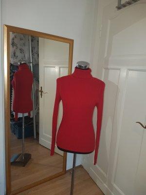 Trendfarbe: körpernaher Rippenrolli in sattem Rot, Gr. 36/38