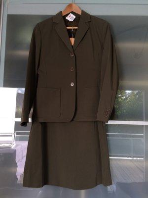 Trendfarbe Olivgrün Khaki edles Business Kostüm für's Office