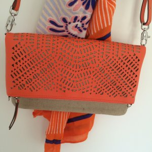 "Trendfarbe Orange! 3-Way-Tasche Clutch ""Waverly Petite"" NEU Perforiert Vegan"