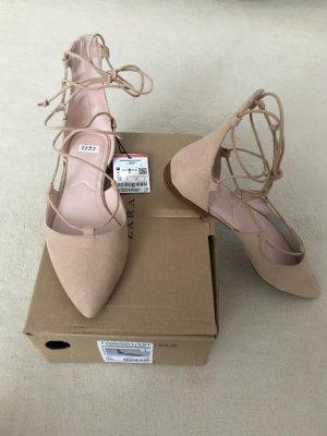 Trendige Ballerina-Sandalen zum Schnüren