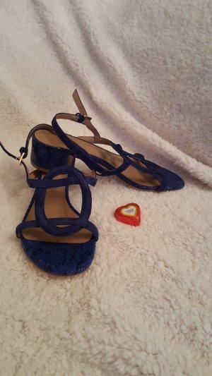 trendige dunkelblaue Sandalette