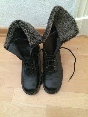 Trendige gefütterte Leder-Boots