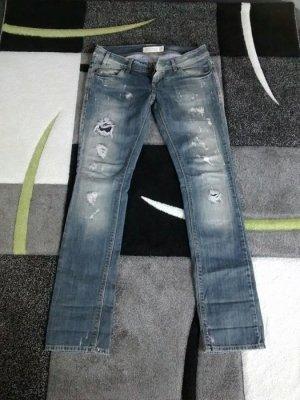 Trendige graue Jeans