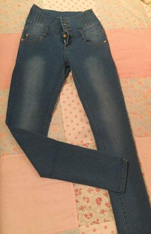 Trendige High Waist Jeans