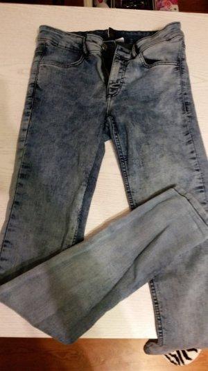 Trendige Jeans von H&M - Gr. 38 - fällt klein aus
