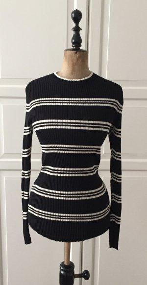 Trendiger gestreifter schwarz-weiß Pullover
