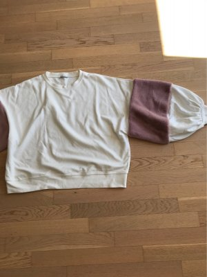 Trendiger Pulli mit breiten Ärmeln und rosa Fell