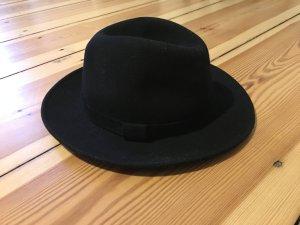 Trendiger schwarzer Hut