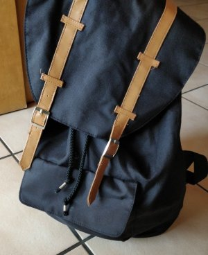 Trendiger schwarzer Rucksack