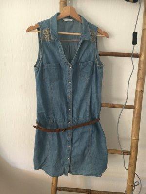 trendiges Jeanskleid für den Sommer
