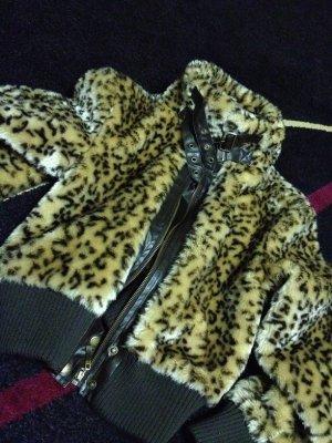 Trendy! Kuschelige Felloptik-Leopardenjacke in Pilotenform