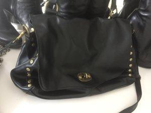 Trendy & Stylish schwarze Tasche mit Nieten