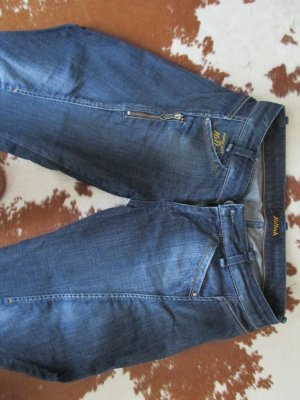 Trendy und coole Jeans im Reiterhosen-Look
