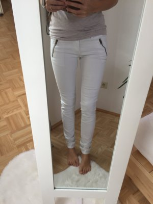 trendy weiße Jeanshose