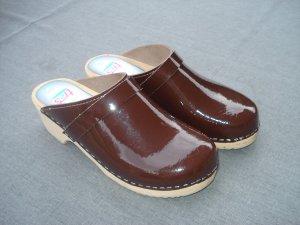 Sandalias con tacón marrón