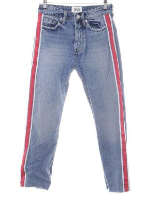 TRF Denim Boyfriendjeans blau-rot Street-Fashion-Look