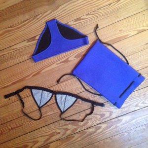 TRIANGL Neopren-Bikini, blau u. schwarzweiß, mit Originaltasche
