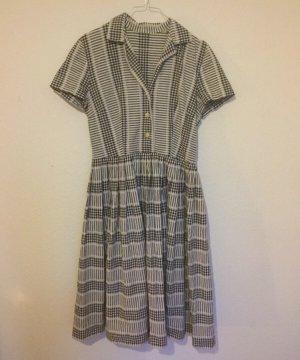 d5dabdd0f4ee Vintage Kleider günstig kaufen   Second Hand   Mädchenflohmarkt
