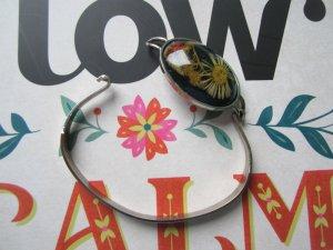 True Vintage Armreif 70er echte Blüten in Kunstharz gegossen Boho Hippie