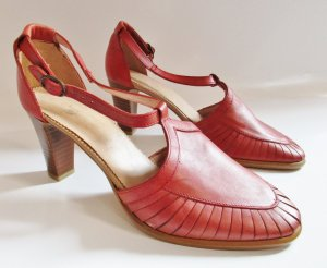 Vintage Mary Jane Pumps bright red leather