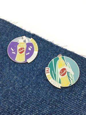 True Vintage Sinalco Pins 90er Jahre Werbe Pin Anstecknadel Getränke Marke