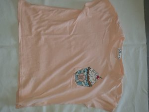 FB Sister T-shirt rose chair