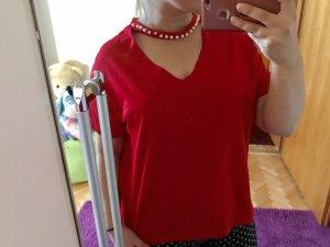 Camisa con cuello V rojo