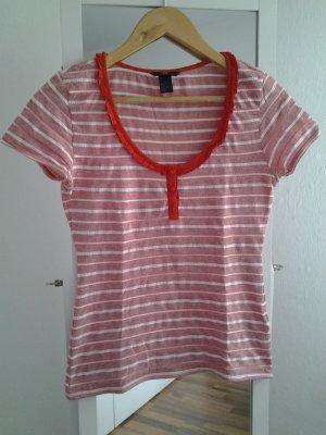 Tshirt mit rotem Kragen