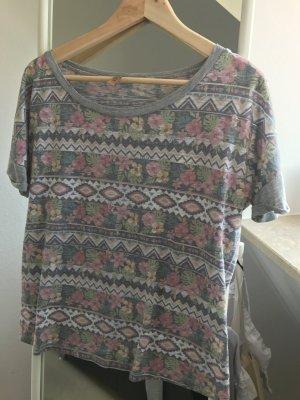 Tshirt von Please mit Floralem Print