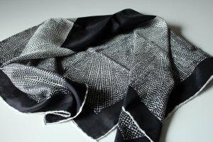 Tuch aus 100% Seide Seidentuch Vintage schwarz weiß Muster